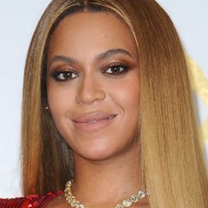 beyonce looks exactly like daughter blue ivy in throwback pic - Halloween Short Stories Middle School