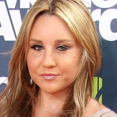 Amanda Bynes' Parents Fear She Has Schizophrenia