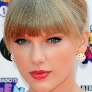 See What Taylor Swift Looks Like Without Makeup