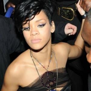 Rihanna Hits Fan Over The Head